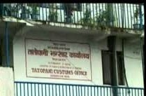 Tatopani-based traders start construction of alternative route