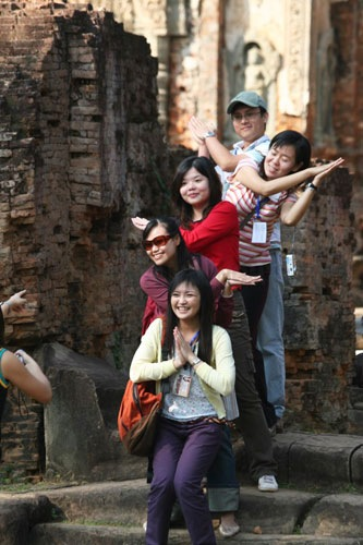 Chinese arrivals cross 100,00 mark