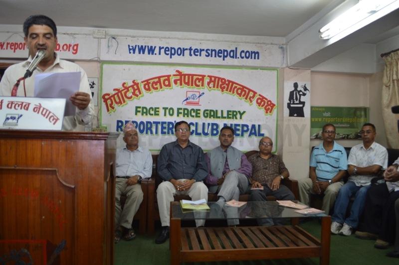 Petroleum tankers threaten of strike